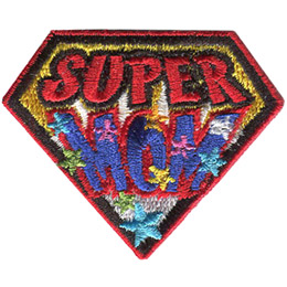 This diamond shapped patch has the words 'Super Mom' on it. 'Super' sits above 'Mom,' and 'Mom' is decorated with multicoloured stars.